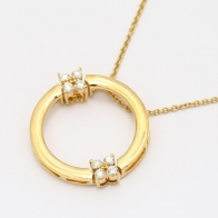Fluttering white diamond circle necklace