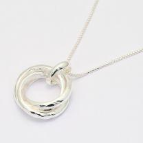 Arima 3-Ring Pendant with Box Chain