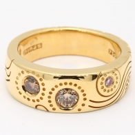Argyle Dreaming Pink and Champagne Diamond Engraved Ring in Yellow Gold